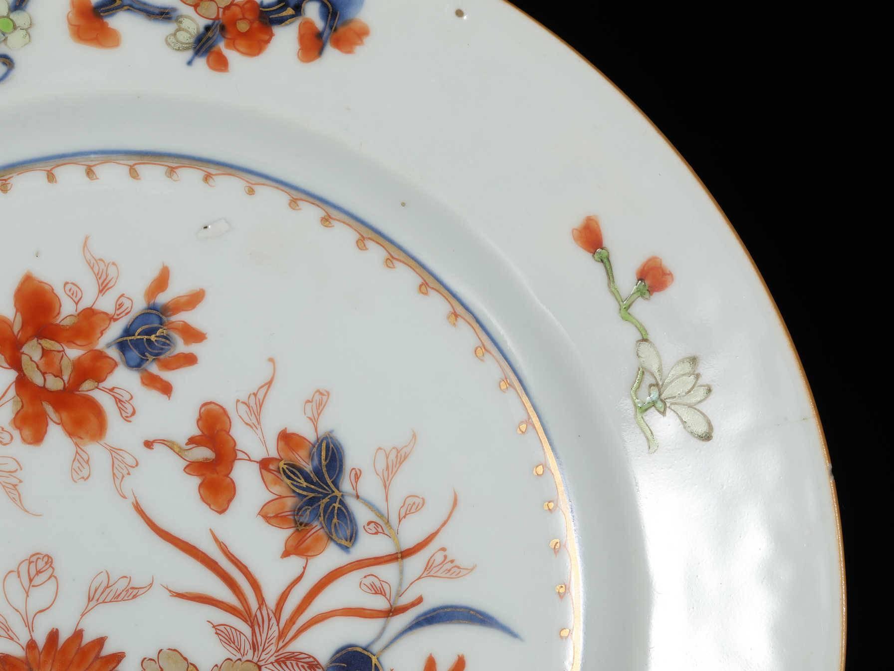 色彩的鲜明青花矾红彩瓷器